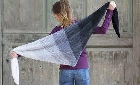 Kleinesbild - Dreiecktuch aus kuscheliger Velour-Wolle, handgestrickt, auch für den Sommer
