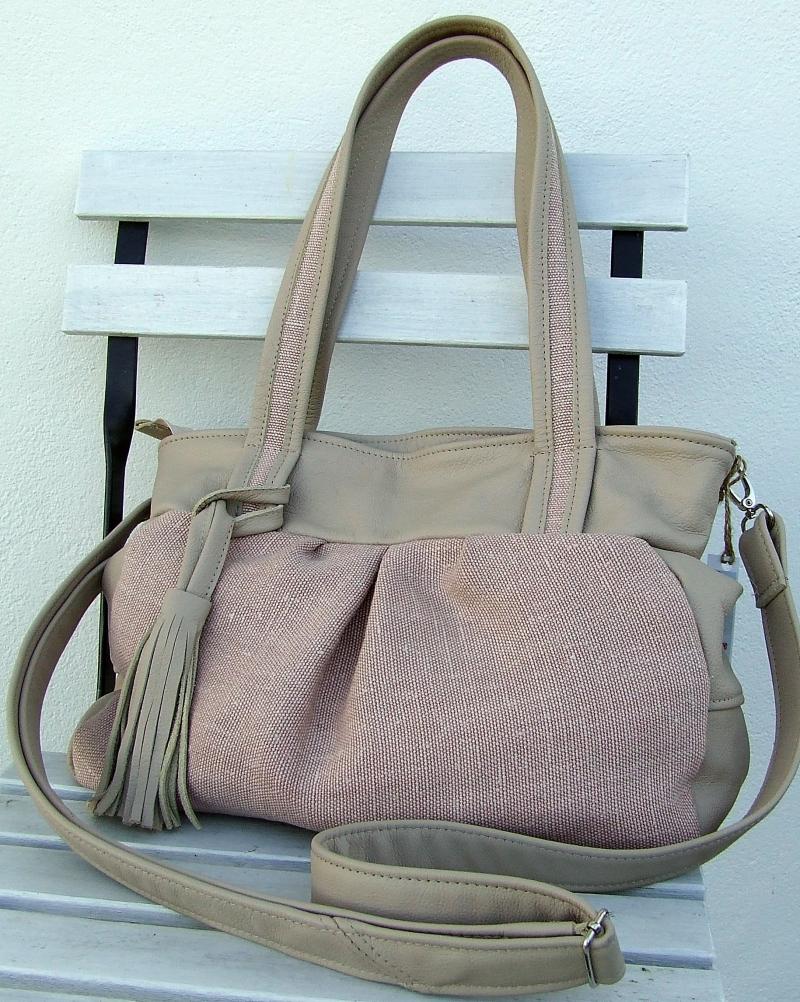 - Schultertasche  Leinentasche aus rosa Leinen mit Leder beige und Quaste - Schultertasche  Leinentasche aus rosa Leinen mit Leder beige und Quaste