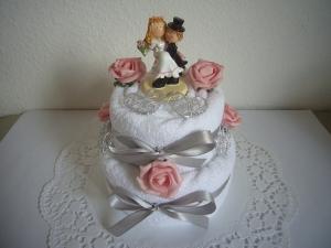Hochzeitsgeschenk rosa Rosen Hochzeit Geschenk Herz Handtuchtorte - Handarbeit kaufen
