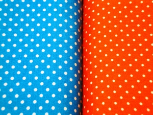 Baumwollstoff weiße Punkte auf blau oder orange - Handarbeit kaufen