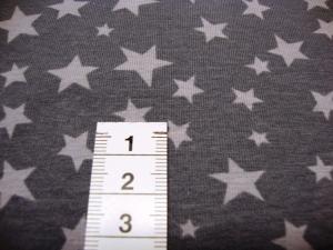 Baumwolljersey mit hellgauen Sternen auf grauen Untergrund - Handarbeit kaufen
