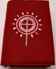 Gotteslobhülle handgefertigt aus 3mm Filz weinrol mit Strahlen und Kreise.in rosa