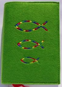 Gotteslobhülle handgefertigt aus 3mm Filz mit bunten Fischen hellgrün - Handarbeit kaufen