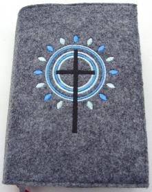 Gotteslobhülle handgefertigt aus 3mm Filz graumeliert mit Sonnenstrahlen, Kreise und Kreuz  - Handarbeit kaufen