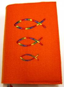 Gotteslobhülle handgemacht orange aus 3mm Filz mit Regenbogen Fische  - Handarbeit kaufen