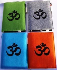 buchhülle Kalenderhülle A5 / Notizbuch aus Filz 3mm mit OM Zeichen bestickt handgemacht orange grau türkis hellgrün - Handarbeit kaufen