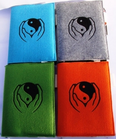 Buchhülle Kalenderumschlag  für A5 / Notizbuch Filz 3mm, Yin Yang Hand bestickt türkis orange hellgrün graumeliert - Handarbeit kaufen