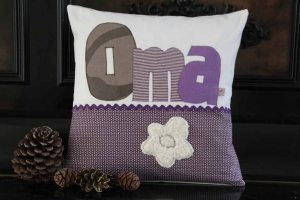 Omakissen Geschenk  Oma-Kissen Dekokissen handgenäht Kuschelkissen Sofakissen für Oma