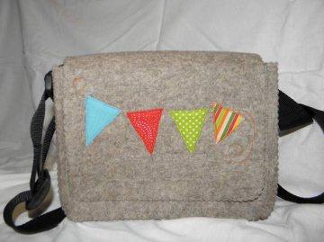Kindertasche mit bunten Fähnchen, aus Wollfilz
