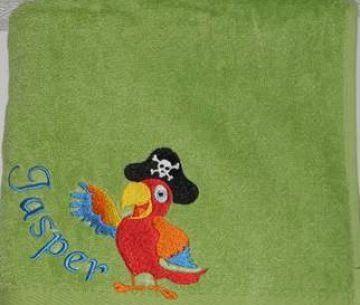 lustiger Piratenpapagei gestickt auf ein Duschtuch, personalisierbar mit Namen, Farbauswahl der Duschtücher, individuell, von Dieda