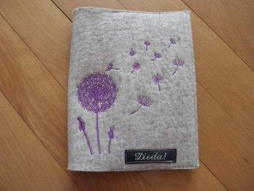 Mutterpasshülle aus Filz mit Pusteblumen - Handarbeit kaufen