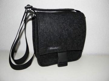 Filztasche, quadratisch, Tasche aus Wollfilz zum Umhängen, schlicht, handgemacht von Dieda, kaufen