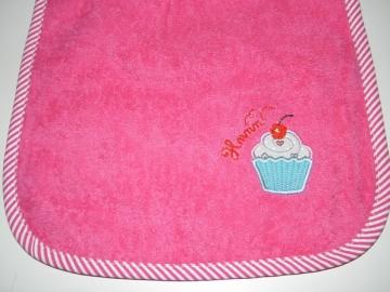 Riesen-Schlupflätzchen mit Muffin und Name, Kuchen, personalisierbar, Lätzchen, Dieda - Handarbeit kaufen