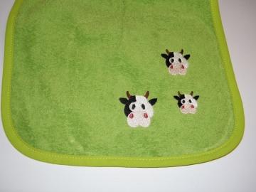 Riesen-Schlupflätzchen mit Kühen und Name, personalisiert, grün, Kuh, Latz, Lätzchen, Dieda - Handarbeit kaufen