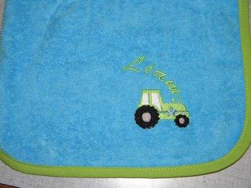 Riesen-Schlupflätzchen mit Traktor und Name bestickt, Babylatz, personalisiert, Lätzchen, Dieda!