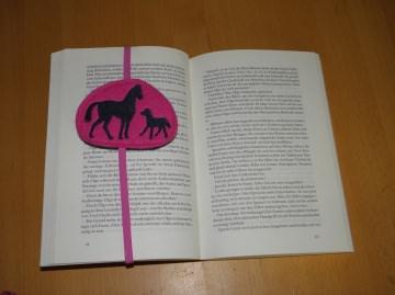 Lesezeichen bestickt, Pferde, aus Wollfilz mit Gummiband, personalisierbar von Dieda