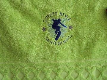 Duschtuch bestickt mit Namen und Skater, personalisiert, unverwechselbar, von Dieda - Handarbeit kaufen