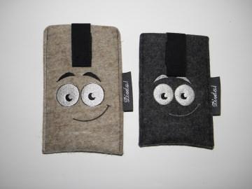 Handytasche Smiley aus Wollfilz mit Ausziehhilfe, Anfertigung nach Maß, bestickt, Farbwunsch möglich, kaufen von Dieda