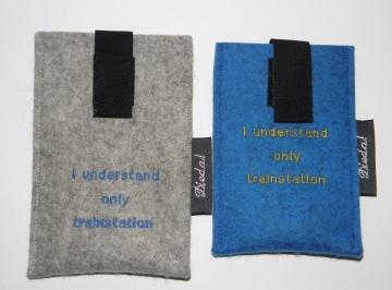 Handytasche nach Maß, mit Spruch aus Wollfilz, denglisch, mit Ausziehhilfe, handgefertigt von Dieda! - Handarbeit kaufen