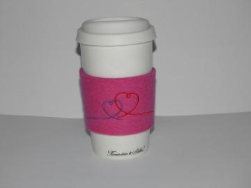 Keramikbecher, Coffee to go Becher mit Manschette aus Wollfilz, bestickt, Herzen, Herz