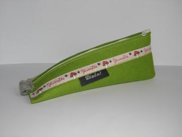 Stifteetui aus Wollfilz in grün, mit süßem Webband Glückspilz, Pilz, Schlampermäppchen, Kosmetik, - Handarbeit kaufen