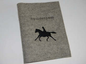 Pferdepasshülle, Impfpasshülle, Equidenpasshülle, Pferd mit Reiter, Aufbewahrung Equidenpass, bestickt, eine Dieda!