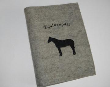 Pferdepasshülle, Impfpasshülle, Equidenpasshülle aus Wollfilz, personalisiert, bestickt, Pferd, Dieda - Handarbeit kaufen