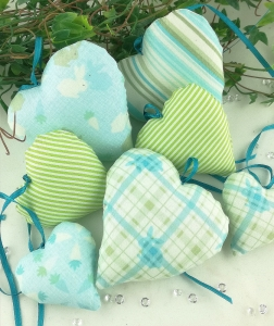 Handgemachte 7 Herzen - Set fröhlich und frisch in grün - blau