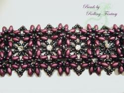 filigranes Halsband mit Swarovski-Steinen und Perlen in Lila