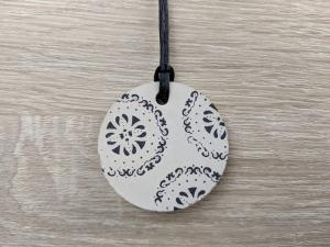 Betonschmuck | Halskette | rund | Print | Blumen Muster | Flowerpower |