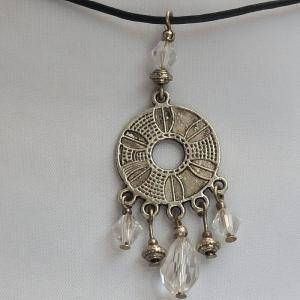 Halskette mit Anhänger ''Münze'' mit böhm. Glasperlen - Handarbeit kaufen