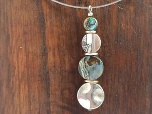 Halskette mit Abalone-/Pauamuschel-Anhänger - Handarbeit kaufen