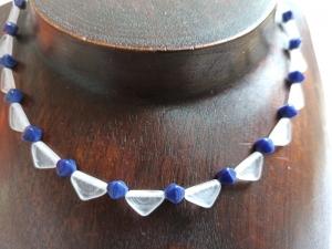 Halskette mit böhm. Glasperlen ''Wimpel'' blau-weiß - Handarbeit kaufen