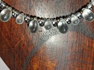 Halskette mit böhm. Glasperlen ''Tropfen'' klar-weiß - Handarbeit kaufen