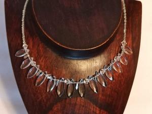 Halskette mit böhm. Glasperlen klar-weiß - Handarbeit kaufen