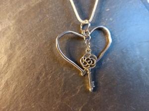 Ketten-Anhänger ''Herz mit Schlüssel'' - Handarbeit kaufen