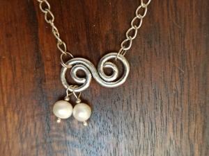 Halskette mit Zuchtperlen u. Spirale - Handarbeit kaufen