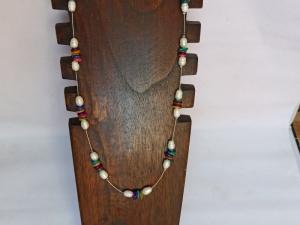Halskette mit Zuchtperlen und Perlmutt-Chips weiß-bunt - Handarbeit kaufen