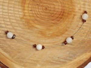 Zierliche Kette mit weißem Achat und Granat-Splittern - Handarbeit kaufen