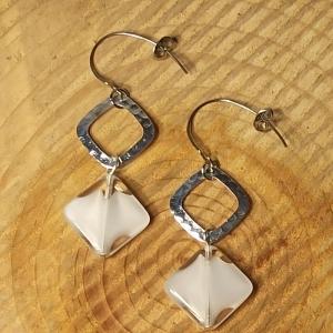 Ohrhänger mit böhm. Glasperlen in weiß - Handarbeit kaufen