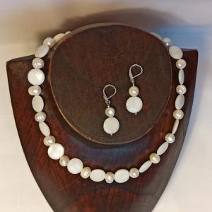Schmuckset Halskette mit Ohrringen Zuchtperlen u. Perlmutt in weiß - Handarbeit kaufen
