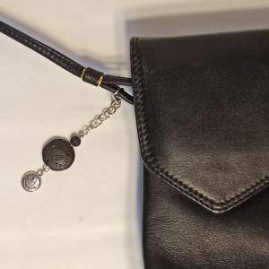 Schlüsselanhänger Taschenbaumler -zum Beduften- Lava schwarz mit Smiley-Anhänger - Handarbeit kaufen