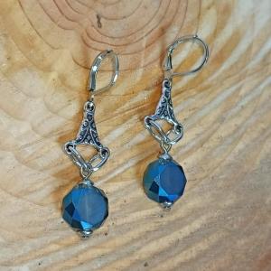 Zierliche Chandeliers-Ohrhänger mit Glasschliffperle in montana-blau - Handarbeit kaufen