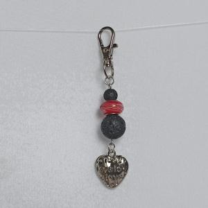 Schlüsselanhänger Taschenbaumler -zum Beduften- mit schw. Lavaperlen, Glas-Modulperle rot u. Herz-Anhänger - Handarbeit kaufen