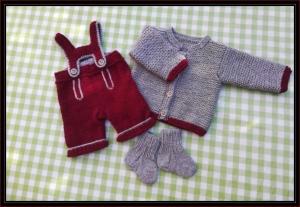 gestricktes Baby-Trachtenset, bestehend aus Jacke, Hose, Söckchen, Gr. 62/68