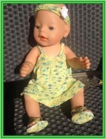 gestricktes Puppenhängerchen, Stirnband und Sandalen aus Baumwolle  - Handarbeit kaufen