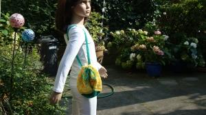 lässiger grün-gelber Kinder-Umhängebeutel, handgehäkelt  - Handarbeit kaufen