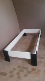 Einfaches und schlichtes Bett aus Esche --- 2000mm x 900mm , mit schwarzen Füßen , schnell montiert