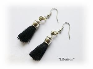 1 Paar silberfarbene Ohrhänger mit schwarzer Quaste - Ohrringe