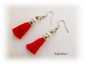 1 Paar silberfarbene Ohrhänger mit roter Quaste - Ohrringe